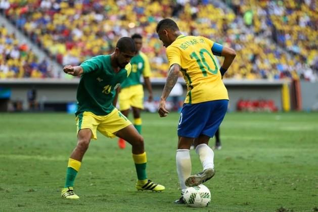 Neymar em ação diante da selção da África do Sul.
