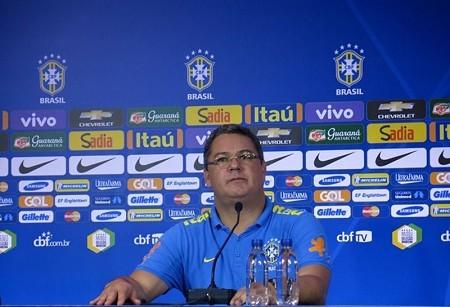 Técnico da seleção brasileira de futebol olímpico comenta a convocação de atetlas.